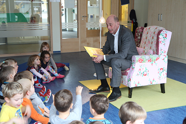 Im November 2017 hat uns zum bundesweiten Vorlesetag der Thüringer Wirtschaftminister Wolfgang Tiefensee besucht.